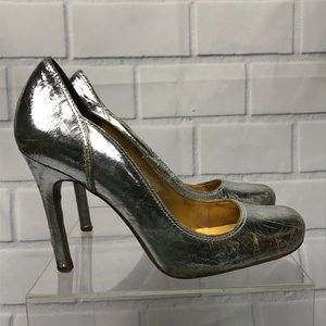 Guess Kasenna Crackle Silver Leather Round Pumps
